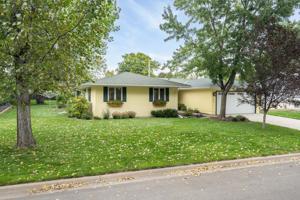 1753 Maple Lane Roseville, Mn 55113