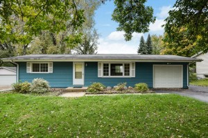 216 Highwood Drive Chaska, Mn 55318