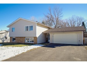 9964 Cottonwood Lane N Maple Grove, Mn 55369
