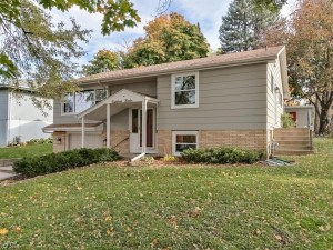 1812 Mendelssohn Avenue N Golden Valley, Mn 55427