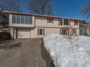 6918 Valley Place Crystal, Mn 55427