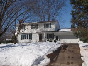 2305 Cavell Avenue N Golden Valley, Mn 55427
