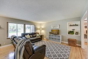 201 Edgewood Lane Apple Valley, Mn 55124