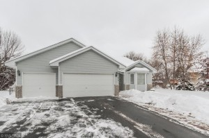 26125 Goldfinch Court Wyoming, Mn 55092